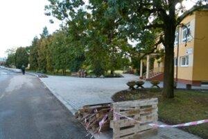 V Bolešove sa začali stavebné práce pred školou.