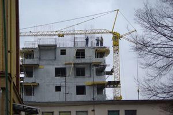 Vo výstavbe nájomných bytov na Hájiku mesto zatiaľ pokračovať nechce.