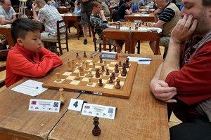 Chinguun Sumiya počas šachového zápasu.