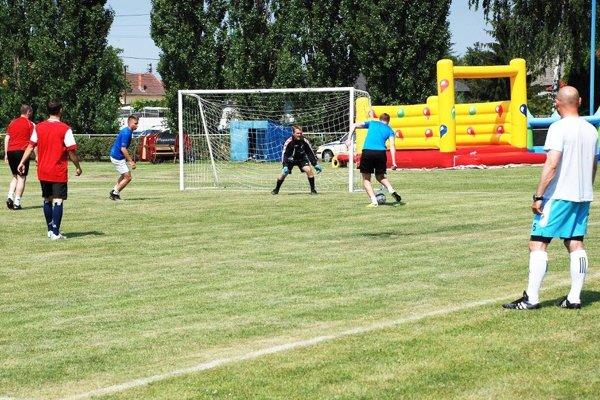 Na turnaji v Trnovci nad Váhom sa zabavili veľkí aj malí.