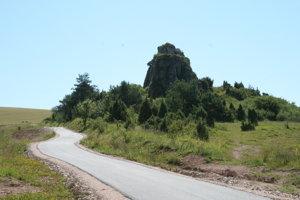 Cyklojazda ponúka aj prírodné zaujímavosti, nad obcou Údol