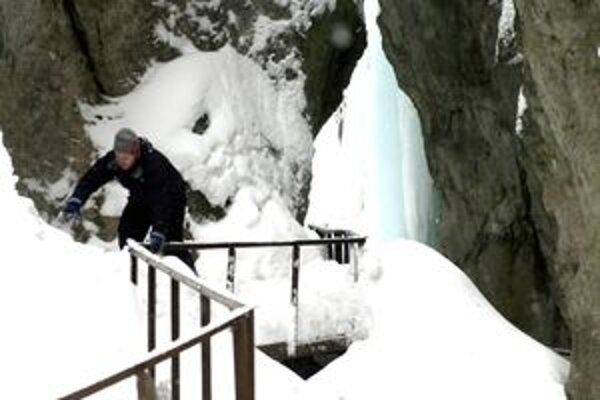 Prechod Dierami vo Vrátnej bude pre turistov bezpečnejší.
