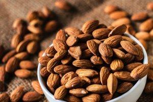 Mandle a ďalšie orechy obsahujú vitamín B a vápnik, ktoré sú vhodné pri prevencii zápalu vagíny.