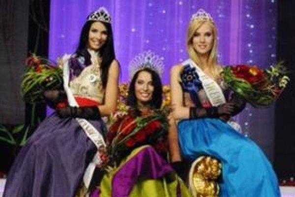 Prvá vicemiss Soňa Skoncová, Barbora Franeková Miss Slovensko 2009 a druhá vicemiss Aneta Valentová.