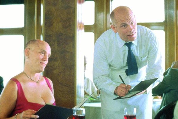 Hoci sa vo filme V koži Johna Malkovicha zosmiešňovali hviezdne maniere, hercovi to neprekážalo.