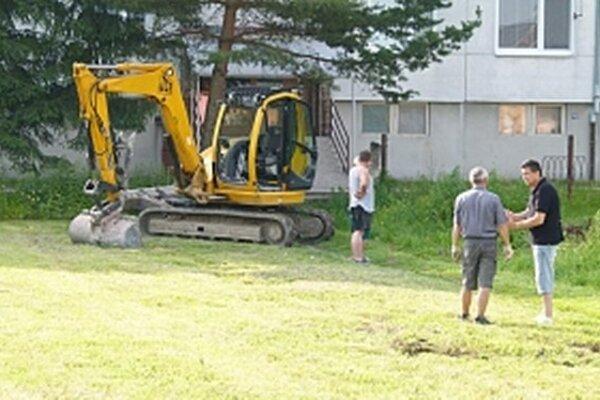 Práce na stavbe sa začali.