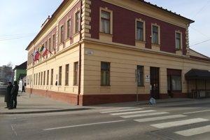 Mestský úrad v Hnúšti.