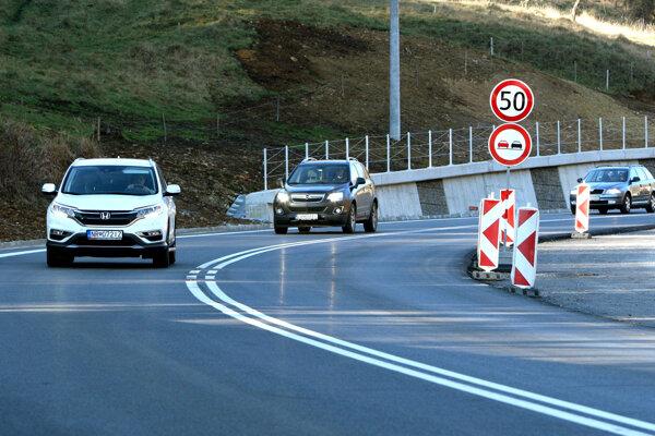 Cestu plánujú v plnom rozsahu sprístupniť pre dopravu už o pár dní.