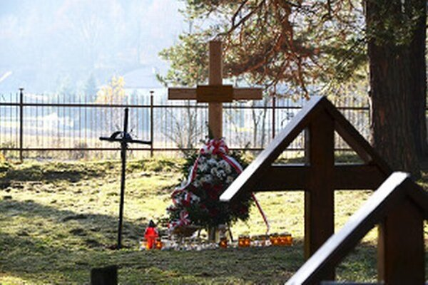 Oravčanom od Oravčanov. Na cintoríne v Jangrote odpočíva 40 padlých vojakov z Oravy.