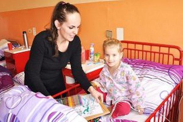 Farebné steny a nový nábytok zlepšujú liečbu malých pacientov.