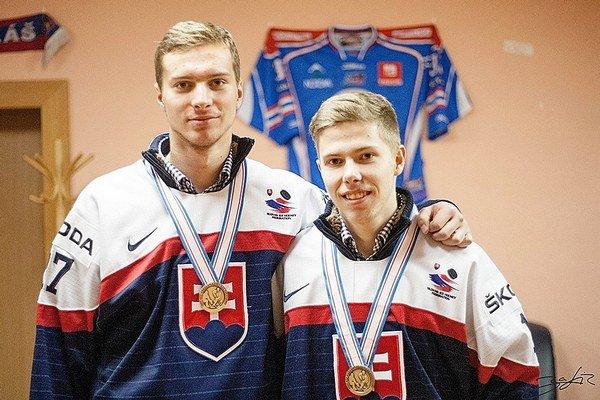 Zľava Michal Kabáč z Liesku a klubový spoluhráč Matúš Sukeľ.