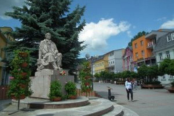 Za uzavreté terasy na Hviezdoslavovom námestí si mesto vypýta vyššie nájomné.