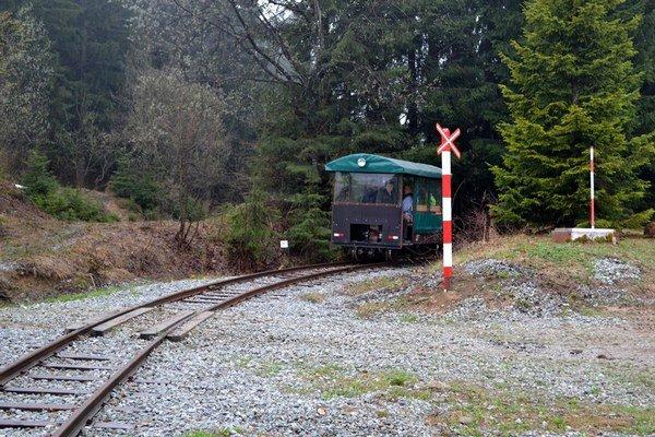 Úzkorozchodná železničná drezina.