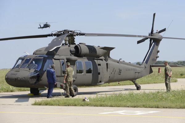 Vrtuľník Sikorski UH-60M Black Hawk.