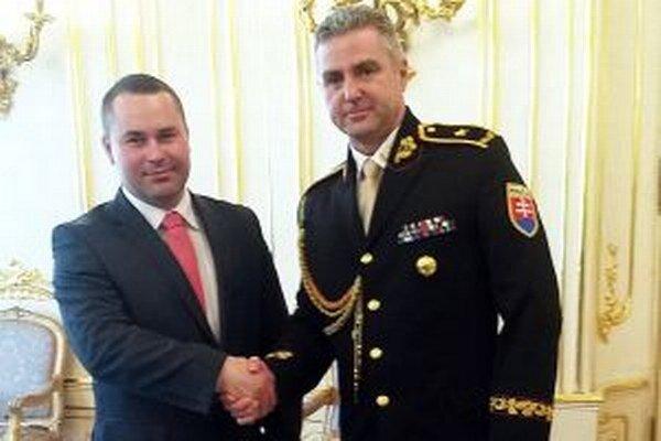 Vladimír Vorčák (vľavo) spolu s prezidentom policajného zboru Tiborom Gašparom.