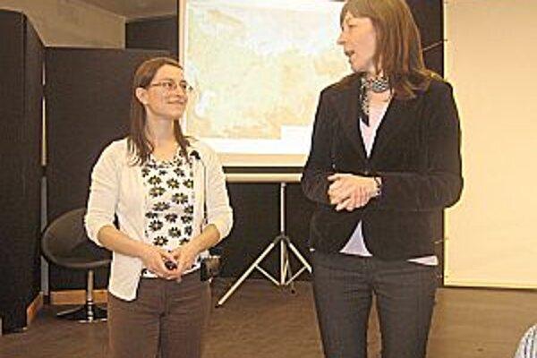 Natali (vľavo) o zážitkoch z tejto krajiny rozprávala veľmi pútavo.