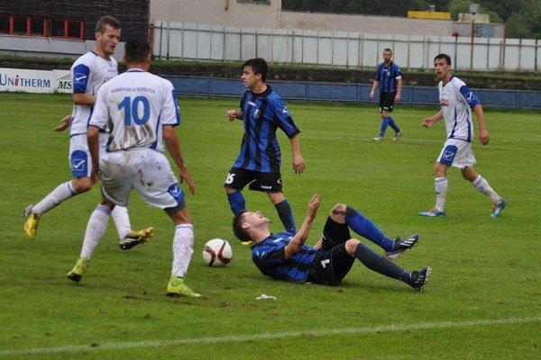 Dolnokubínski futbalisti (v modro-čiernych dresoch) odviedli na jar dobrú robotu.