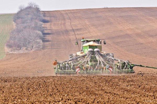 Sucho trápi aj poľnohospodárov.