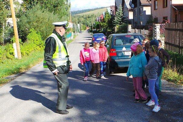 Deti zHabovky na ulici Pod Grúňom.