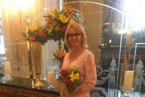 V USA oslávila narodeniny a ako darček dostala od členov vládnej delegácie kvety.