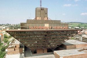 Redaktori a moderátori Slovenského rozhlasu sa ospravedlnili za spolitizovanie relácie Z prvej ruky.