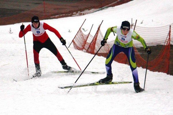 Tomáš Kubas (v červenom) naháňal súperov na trati, čo mu sily stačili.