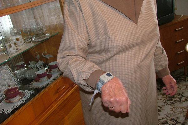 Takéto náramky dostali klienti od radnice v roku 2006.