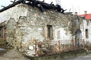Dvestoročná budova sa už zachrániť nedá.