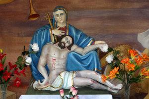 Pieta Eduarda Gregora je dnes súčasťou vrcholovej kaplnky na tajovskej kalvárii.