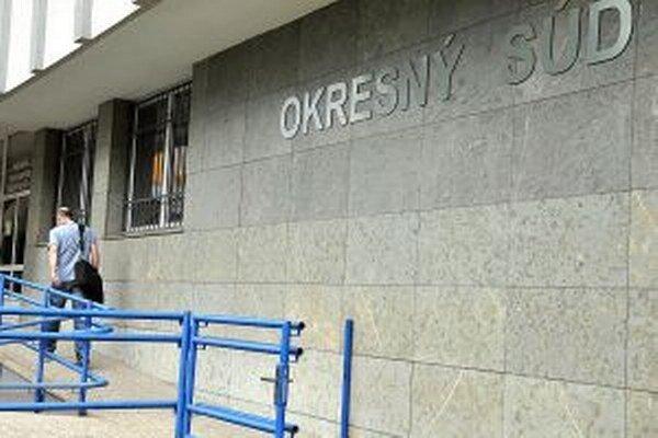 Vlani poslal súd v Dolnom Kubíne Tvrdošínčana na osem rokov do väzenia. Na výkon trestu nastúpi až teraz.