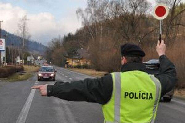 Červený terčík v rukách policajta vodiči nevidia radi.
