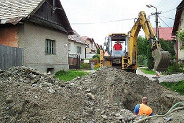 V Hruštíne treba zakopať jedenásť kilometrov potrubia.