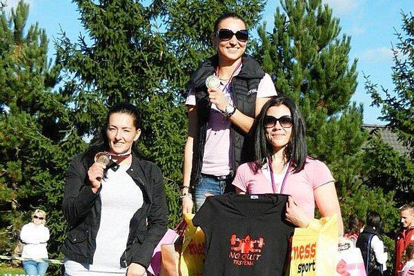 Zľava Ľubica Gostíková, víťazka Simona Kamzíková a Katarína Halimovičová.
