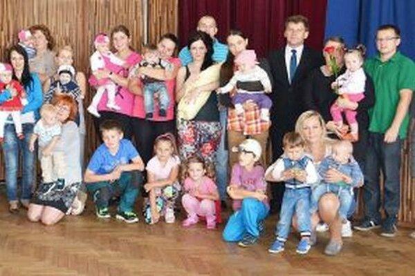 Malí Brezania s rodinami.