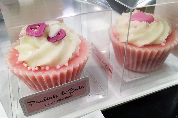 Mydlo značky BADEFEE - Pralins de bain od výrobcu Bo Cosmetic GmbH z Nemecka pripomína potravinu.
