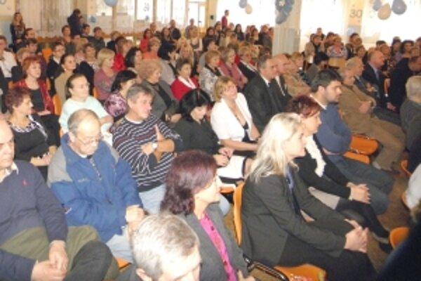 Zúčastnili sa ich súčasní i bývalí zamestnanci školy a žiaci.