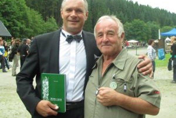 Milan Mikláš s operným spevákom Martinom Babjakom (vľavo).