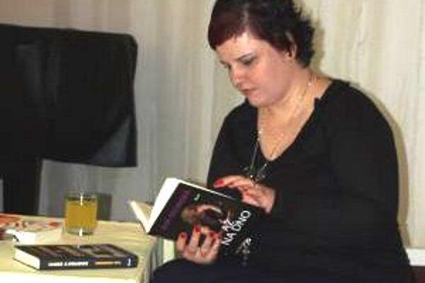 Eva Dedinská prečítala kúsok z každej knihy.