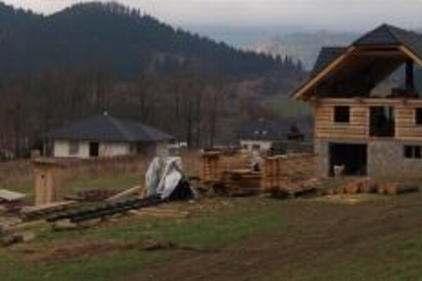 Nová stavebná lokalita nad dedinou.