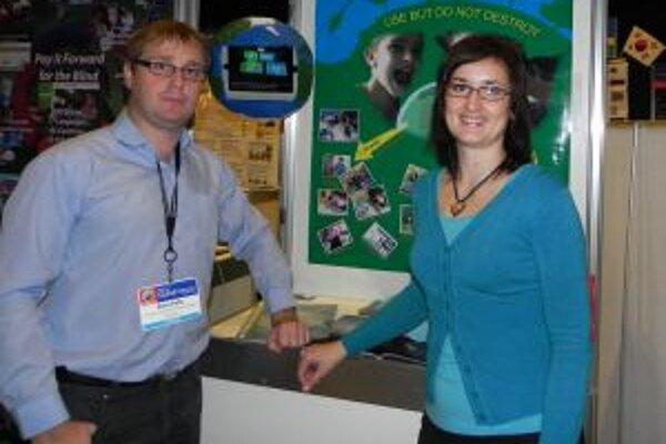 Peter Pallo a Lucia Kortmanová na celosvetovom stretnutí učiteľov.