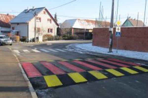 Prvý asfaltový spomaľovač v Námestove je na Hattalovej ulici.