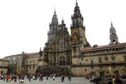 Katedrála Sv. Jakuba – Santiago de Compostela z pravej strany, odkiaľ prichádza väčšina putujúcich.