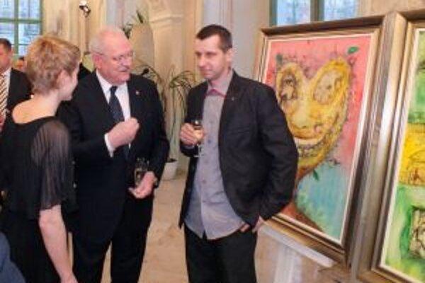 Prezident Ivan Gašparovič sa zaujímal o každé dielo Miroslava Knapa (vpravo).
