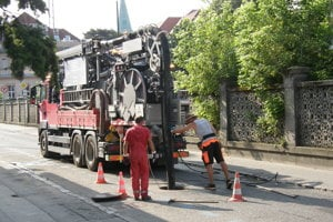 Cez víkend čistia kanalizáciu na Špitálskej ulici.