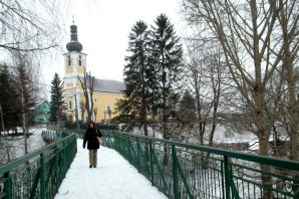 Začatiu prác v centre dediny bráni zima.