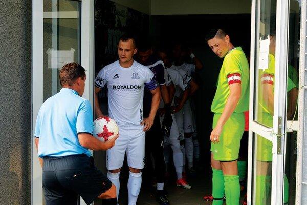 Častkovčania (v bielom) strelili Prečínu sedem gólov.