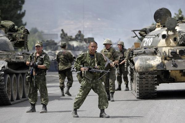 Ruskí vojaci v roku 2008 po prekročení hraníc s Gruzínskom.