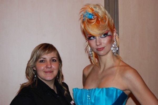 Kaderníčka z Oravy so svojou modelkou.