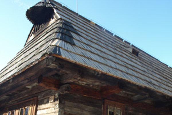 Viaceré drevenice majú nové strechy aj omietky.