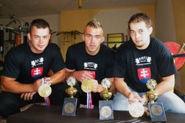 Trojica medailistov z Oravy.